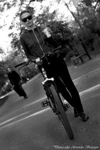 alexander voropaev,alexander voropayev,bicycle,bike,cap,color,dress,electra,girl,jacket,odessa,photo,photographer,photography,pic,pictures,ride,socks,tweed run,александр воропаев,аллея,белый,велосипед,горизонталь,девочка,деревья,изображение,кожанные,комбинезон,лучшийфотограф,небо,очки,парк,пиджак,сидит,темные волосы,фото,фотограф,фотография,цветное,шорты