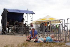Koktebel Jazz Festival, Джаз Коктебель 2016, зрители, пляж, пара, отдыхают