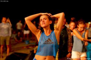 Kadebostany, Koktebel Jazz Festival, Джаз Коктебель 2016, девушка, танцует, пляж, сиськи, грудь