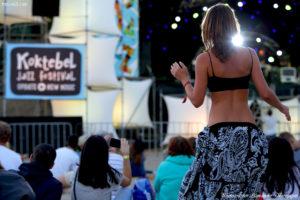 Garden City Movement, Koktebel Jazz Festival, Джаз Коктебель 2016, красивая девушка танцует, жопа, попка