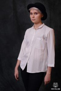 Портрет девушки в котелке