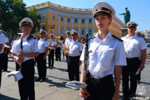 Духовой оркестр ВМС Украины, Флаг украины, потемкинская лестница, морвокзал, одесса, вишиванковий фестиваль, 2020