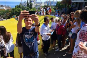 Флаг украины, потемкинская лестница, морвокзал, одесса, вишиванковий фестиваль, 2020