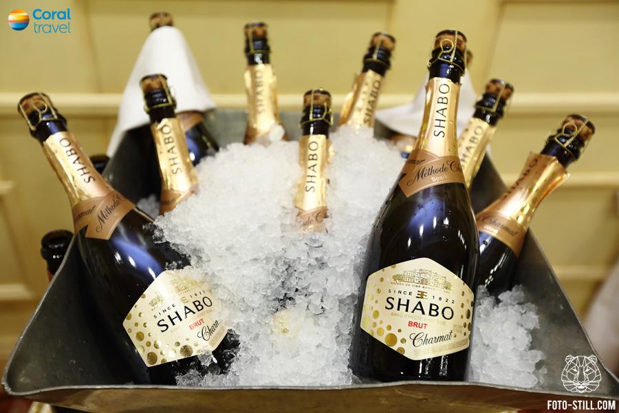 шампанское шабо, бутылки во льду